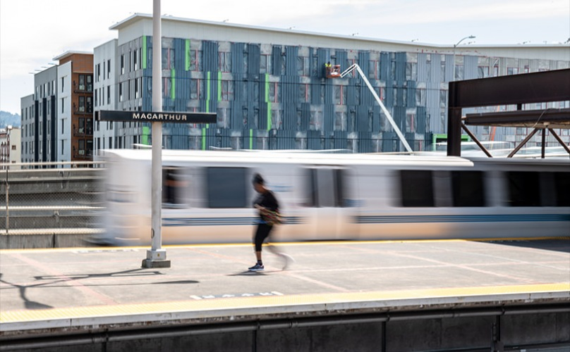 Live Easy with transportation right across the street from MacArthur Commons